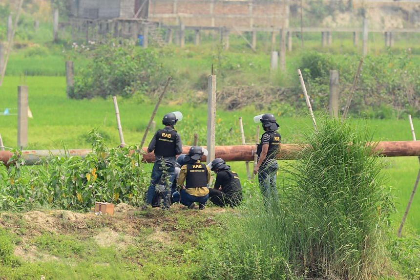 A Bangladeshi police bomb disposal unit try to defuse explosives recovered from a foiled attacker in Dhaka on March 18, 2017.