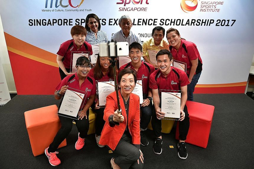 Minister for Culture, Community and Youth Grace Fu taking a wefie with some of the new recipients (or their representatives) of the Sports Excellence Scholarship, including Teo Shun Xie (standing, right). The multi-million dollar programme has been p
