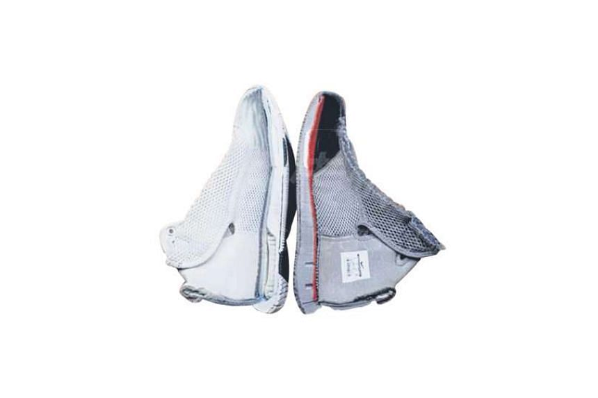 """CCTV's annual consumer protection programme on Wednesday night showed that Nike's Hyperdunk 08 United We Rise(left), when cut open, had """"airbags"""" in the sole, while the sole of the Hyperdunk 08 FTB (right) had no """"airbags"""". Nike later apologised to c"""