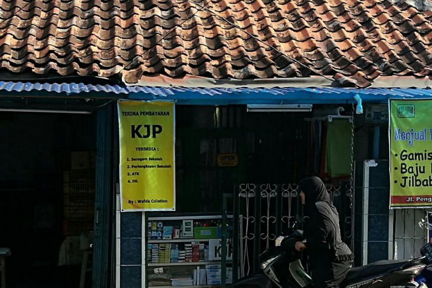 A stall in South Jakarta offering KJP cashless payment.