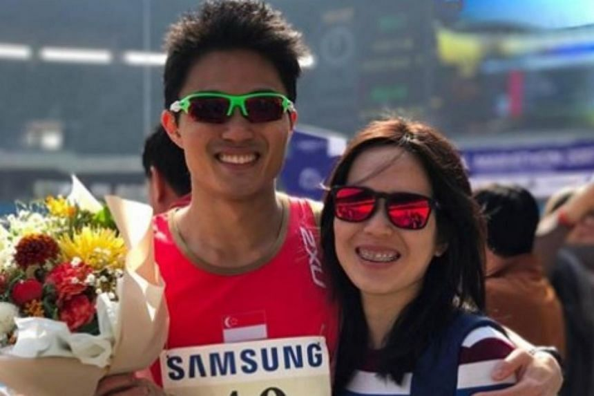 National marathoner Mok Ying Ren has cleared the 2017 SEA Games' qualifying mark after he clocked a new personal best at the Seoul International Marathon.