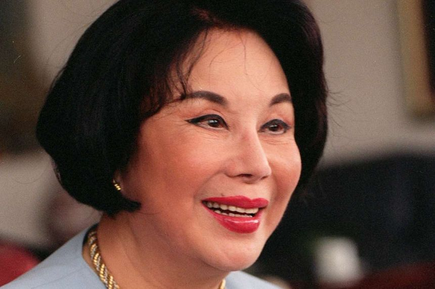 Retiring completely in the 1980s, Li lived in Hong Kong and Singapore.