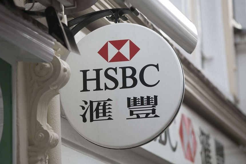 An HSBC logo with Chinese characters sits on display outside an HSBC Holdings Plc bank branch in London, UK in 2015.