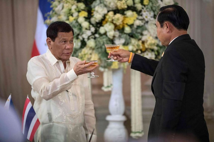 Thailand's Prime Minister Prayut Chan-o-cha (right) and Philippines' President Rodrigo Duterte make a toast after both countries signed several bilateral agreements at the presidential palace in Bangkok on March 21, 2017.