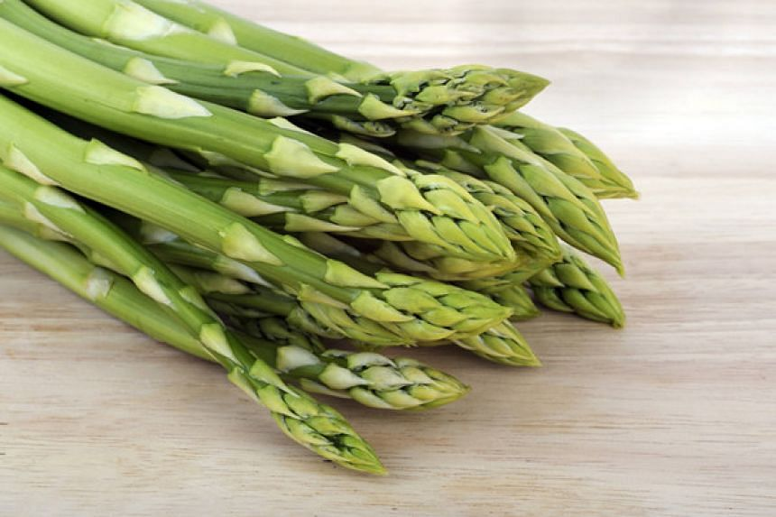 Asparagus, a spring vegetable, is making its way into an increasing number of Chinese dishes.