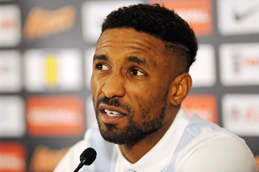 Jermain Defoe has indicated he will leave struggling Sunderland if they are relegated.