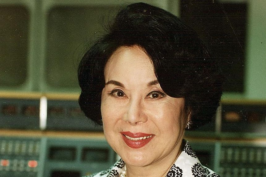 Li Li-hua in a 1993 photo (above), and in Empress Wu (1963), which was among her best-known films.