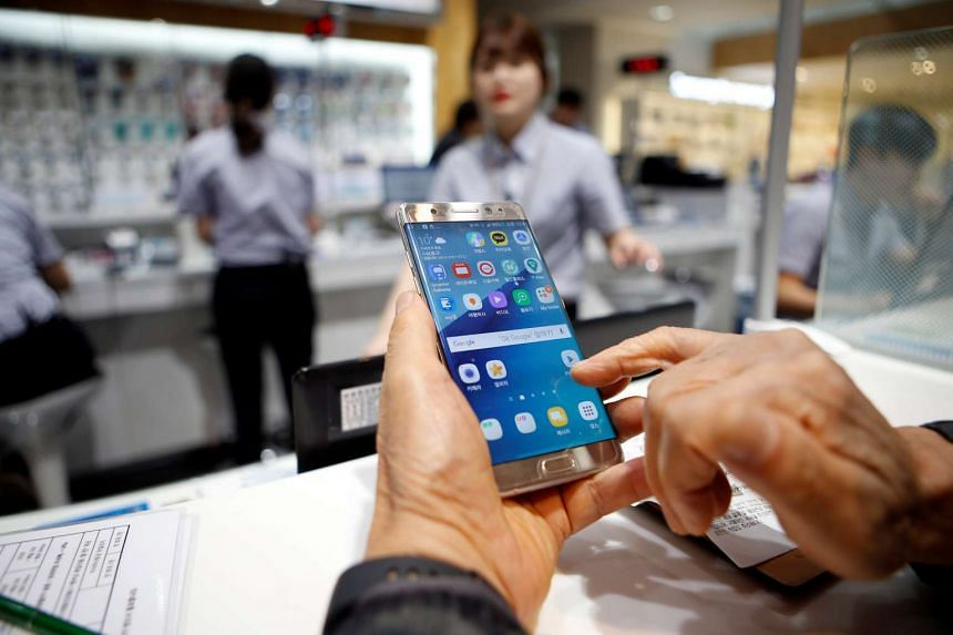 A customer uses his Samsung Electronics' Galaxy Note7 as he waits for an exchange at the company's headquarters in Seoul, South Korea, Oct 13, 2016.
