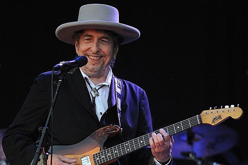 Bob Dylan's Triplicate, in which he covers classic American songs such as Stormy Weather, As Time Goes By and Stardust, will be released next week.