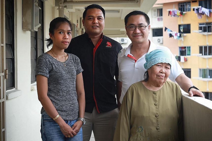 Ms Sharita Kamarudin (left), who helped evacuate four children; and Mr Sofian Amin (second from left), who helped housewife Baedah Hassan (right) out of her flat; with Mount Faber Zone C Residents' Committee chairman Alex Wong.