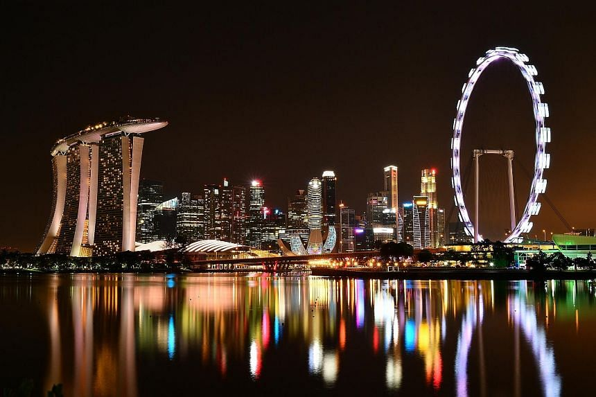 And then there was darkness - for a good cause. For an hour last night, the necklace of lights in downtown Singapore went dim, as iconic landmarks such as the Singapore Flyer switched off their non-essential lights to mark Earth Hour. The global init