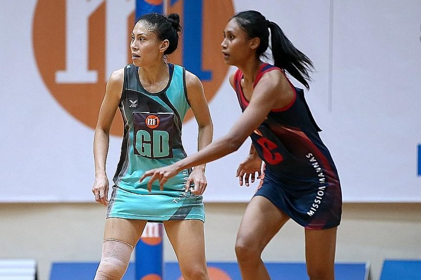Tiger Sharks captain Vanessa Lee (left) and Mission Mannas captain Nurul Baizura (right) fighting for possession of the ball. The Mannas extended their unbeaten NSL streak with a 38-36 win over the Sharks.