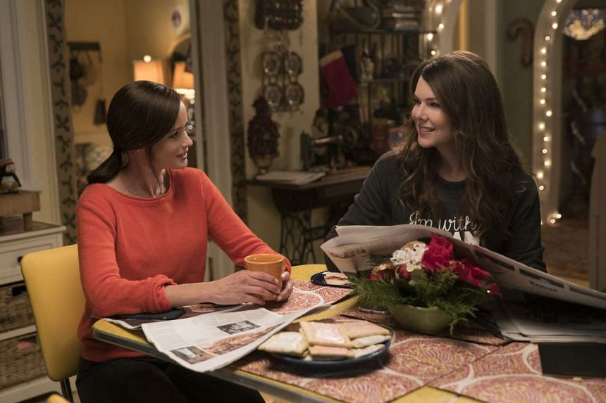 In Gilmore Girls, Alexis Bledel (left) and Lauren Graham play mother-daughter pair Rory and Lorelai Gilmore.