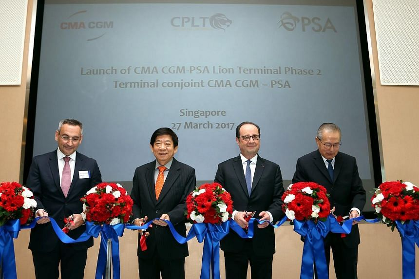 From left to right; Mr Jean-Yves Duval, Senior Vice President Asia, CMA CGM Asia Regional Office, Mr Khaw Boon Wan, Coordinating Minister for Infrastructure and Minister for Transport, Singapore, Mr Francois Hollande, President of the French Republic