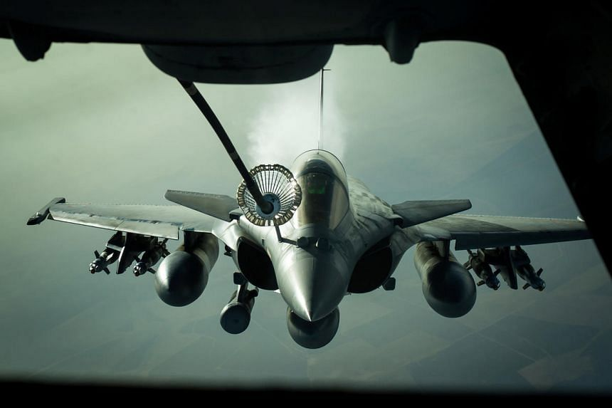 """A French Dassault Rafale jet receives fuel from a US Air Force KC-10 tanker aircraft near Iraq on Oct 26, 2016. French President Francois Hollande said in his speech during his bilateral visit to Malaysia on March 27, 2017, that the Rafale jet """"is th"""