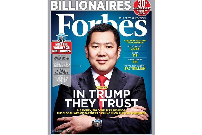 Chinese conglomerate HNA Group is in talks to buy a controlling stake in the owner of the publisher of Forbes magazine.