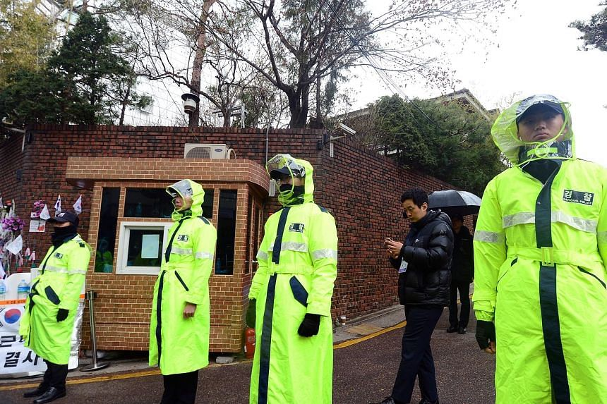 Police officers standing guard outside the Seoul home of former leader Park Geun Hye yesterday. She was removed from office on March 10.