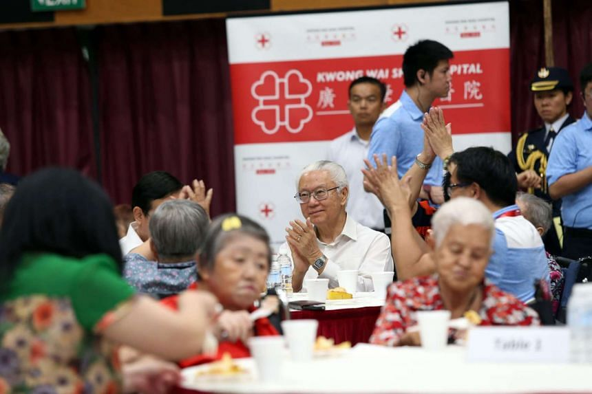 President Tony Tan Keng Yam visiting the Kwong Wai Shiu Hospital during a session of Kopitiam Diaries, an initiative to care for the elderly.