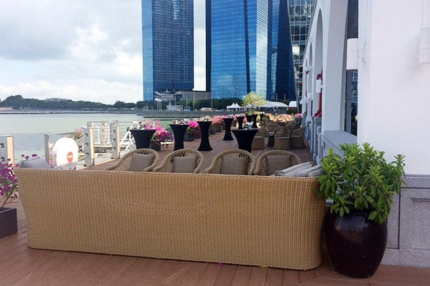 A long couch across the walkway at Clifford Pier prevented pedestrians from entering parts of the Collyer Quay area.