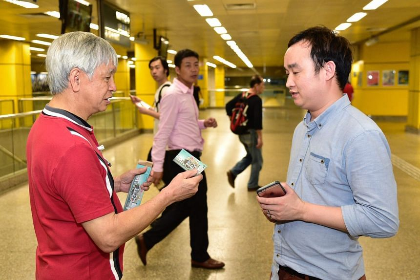 SMRT staff gave out complimentary train ride tickets at all NSL stations from 10.30pm as a gesture of goodwill.