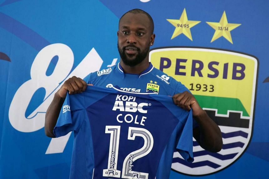 Former Chelsea and West Ham striker Carlton Cole holds a T-shirt of Persib Bandung on March 30, 2017.