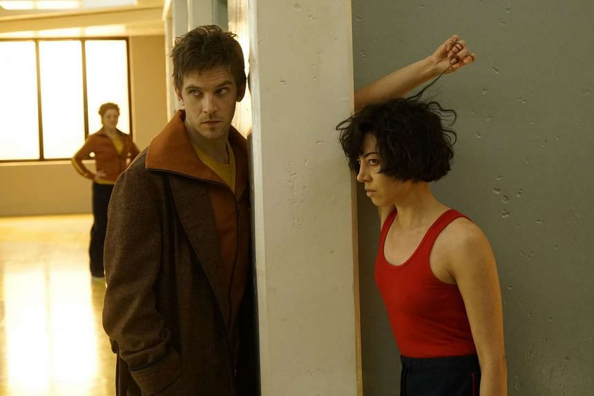 Dan Stevens and Aubrey Plaza play David and his best friend Lenny in Legion.