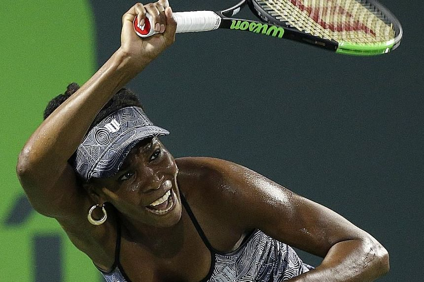 Venus Williams returning to Angelique Kerber in their quarter-final at the Miami Open in Florida. Despite the defeat, the German will keep her top ranking next week.