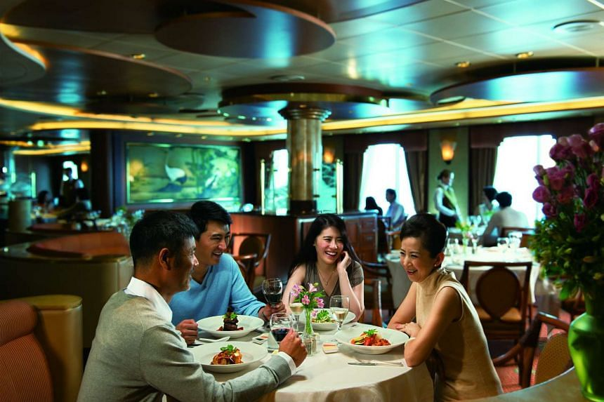 Casual dining with family and friends on Princess Cruises.