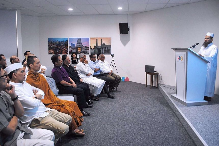 Imam Nalla Mohamed Abdul Jameel speaking to a group of leaders of various religious groups at the Harmony in Diversity Gallery on March 31, 2017.