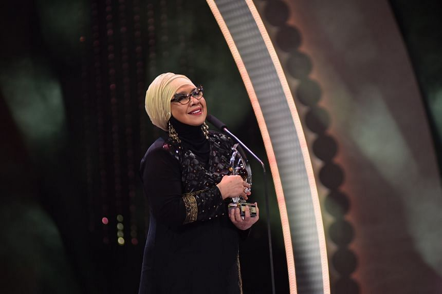 Singer Rahimah Rahim, who has been in the local entertainment scene for more than five decades, received a special award, Anugerah Perdana Emas (Lifetime Achievement Award).