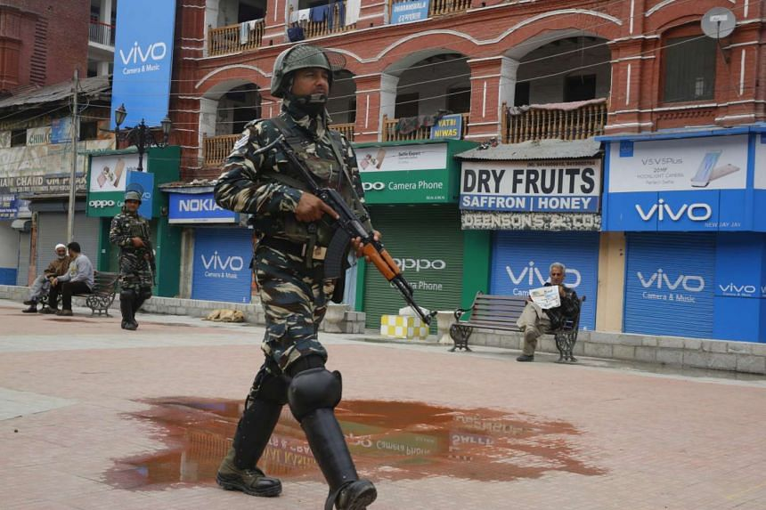 Indian paramilitary soldiers on patrol in Srinagar. At least 200 soldiers complained of diarrhoea and vomiting after eating rice and fish curry for dinner at a training camp.