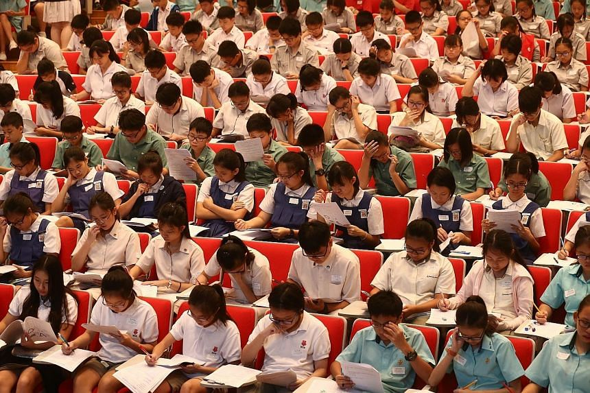 These students looked like they were taking an examination but they were not. Instead, they were participating in a nationwide quiz that aims to promote Chinese culture and cultivate an interest in learning Chinese. A record 1,700 students from 75 sc