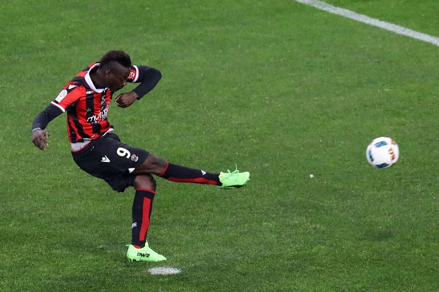 Nice forward Mario Balotelli scores a penalty during the French L1 match against Bordeaux on April 2, 2017.