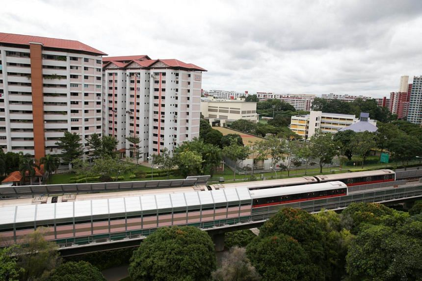 The sound barrier along Jurong East is placed along turnouts – where trains merge or change tracks – as noise levels at these places are higher than along straight tracks.