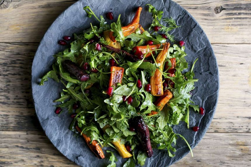 Pomegranate for a recipe of roasted carrot salad with arugula and pomegranate. To further bring out the flavour of the pomegranate molasses in this salad, add pomegranate seeds as a juicy garnish.