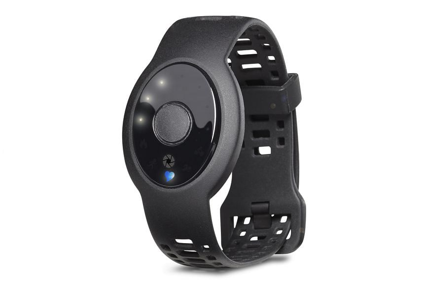 The Lifetrak Zoom HRV also tracks your daily physical activities, such as steps taken, calories burnt, sleep quality, heart rate and blue-light exposure.