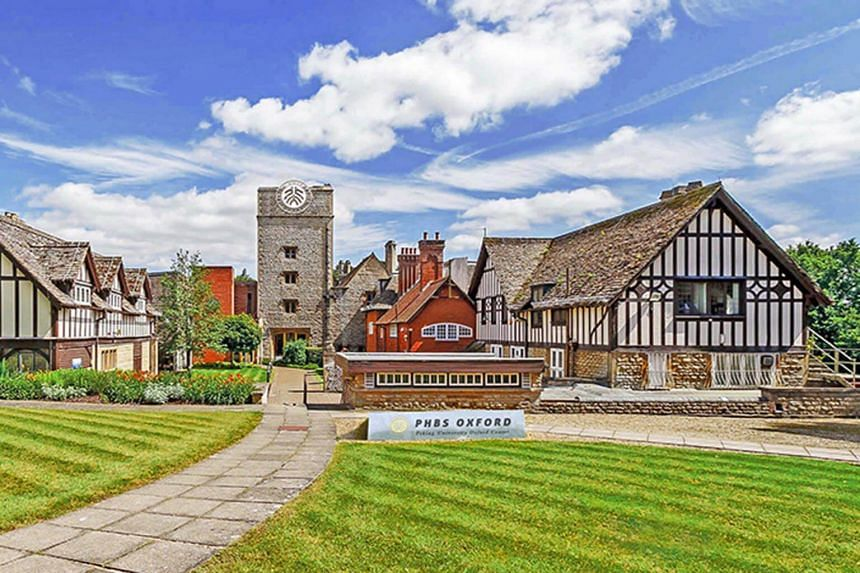 Peking University has bought Foxcombe Hall, a 19th century manor that was home to the eighth earl of Berkeley.