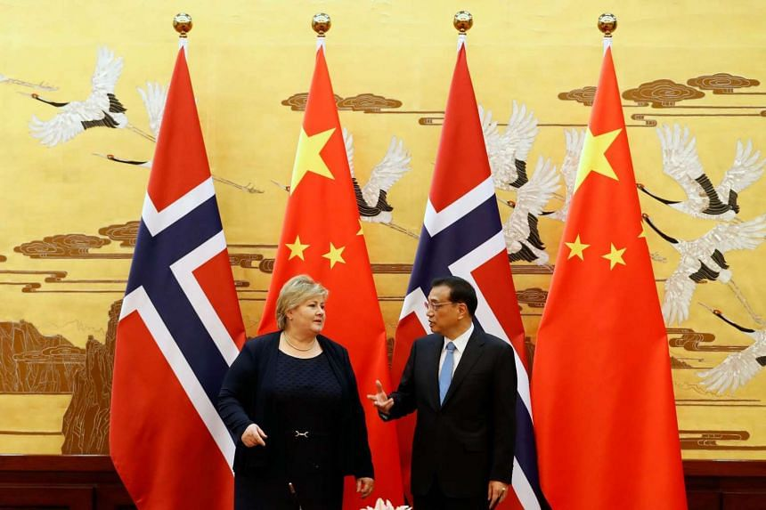 Chinese Premier Li Keqiang and Norwegian Prime Minister Erna Solberg at the signing ceremony in Beijing.