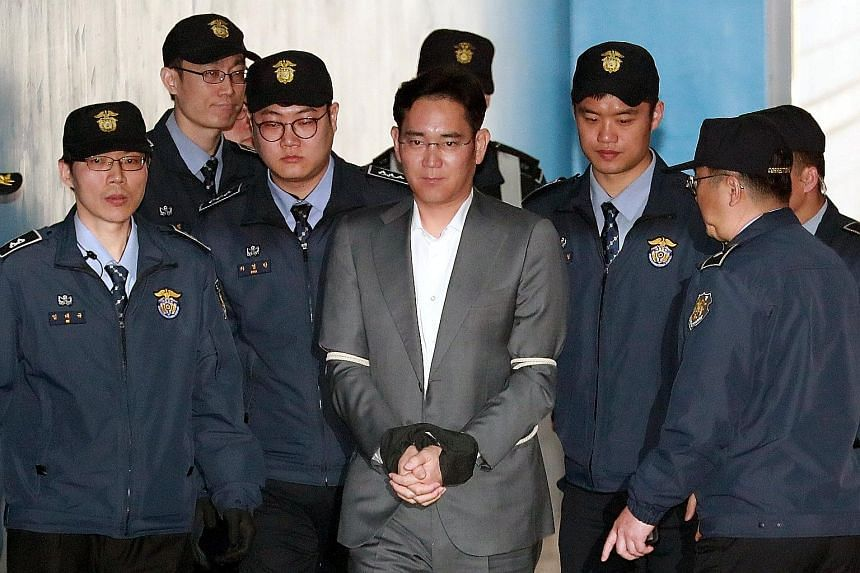 Lee Jae Yong at the Seoul Central District Court yesterday. Besides bribery, he is accused of hiding assets overseas, perjury and hiding criminal profits.