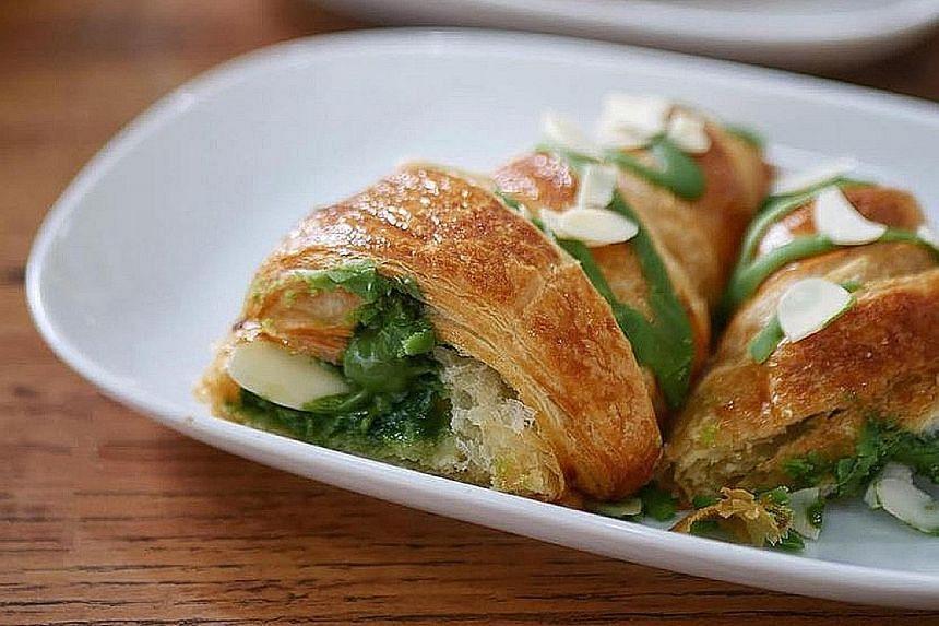 Matcha croissandwich