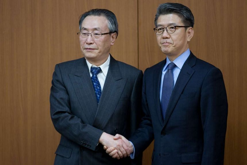 South Korea's chief nuclear envoy, Kim Hong Kyun (right), and his visiting Chinese counterpart Wu Dawei before their meeting.