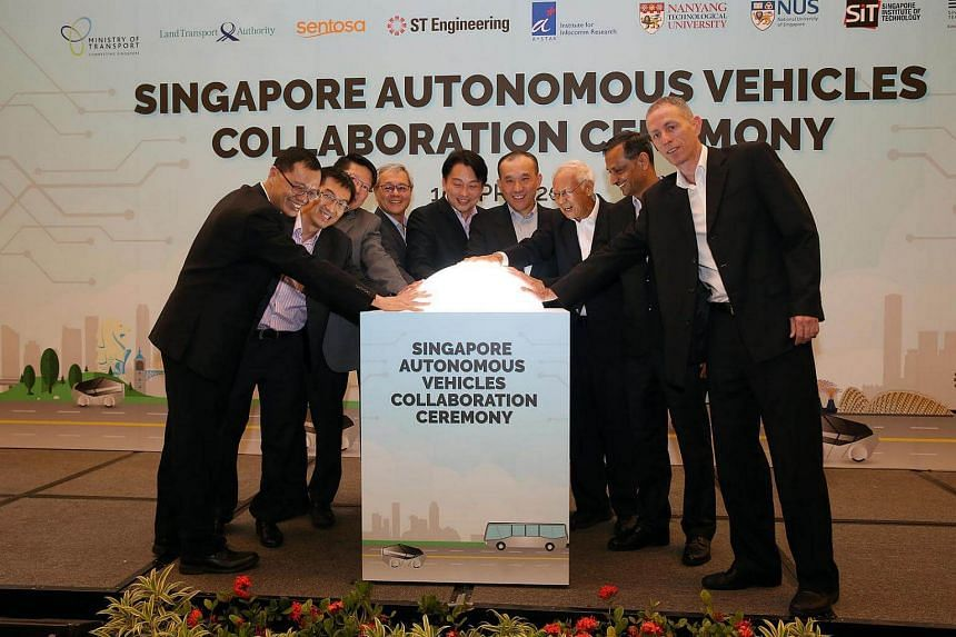 (From left) Dr Lee Shiang Long (President, ST Kinetics), Assoc Prof Ivan Lee (Vice-President, Industry and Community, SIT), Professor Wang Dan Wei (Co-Director, ST Engineering-NTU Corporate Lab), Prof Chua Kee Chaing (Dean, Faculty of Engineering, NU
