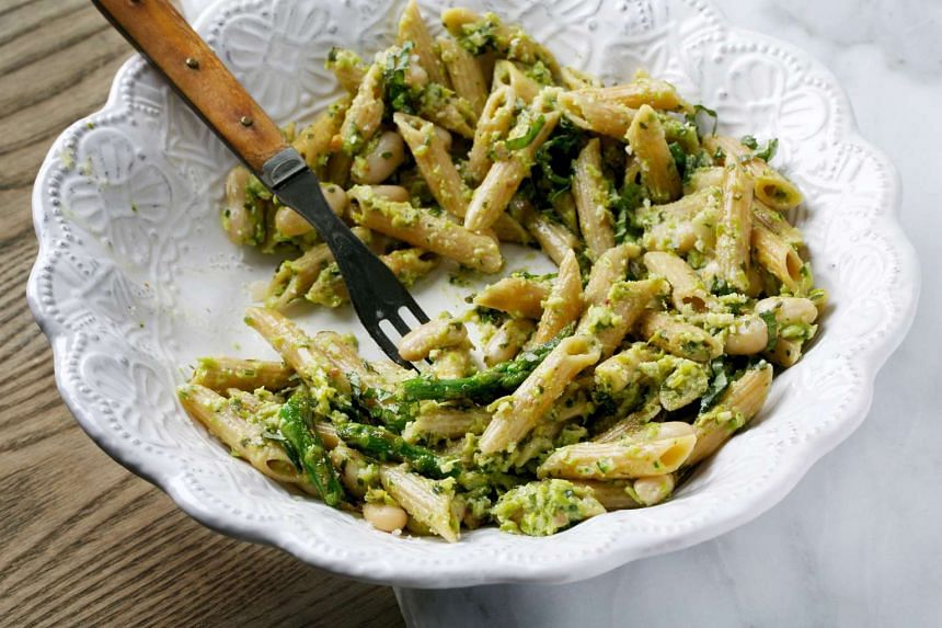 Penne with asparagus pesto and white beans.