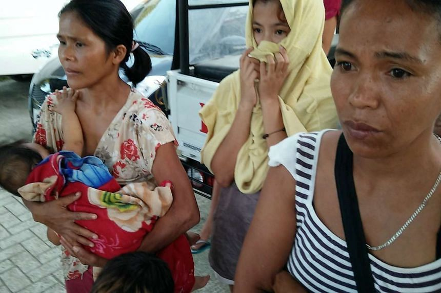 Filipino residents prepare to evacuate during a military operation against the Abu Sayyaf in Bohol.