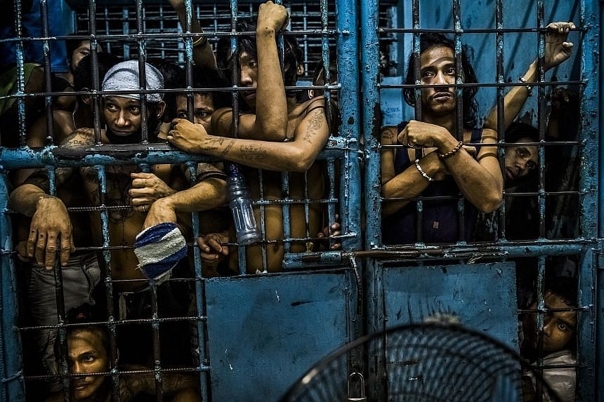 (Top, left) This photo of inmates at a Manila police station, watching drug suspects being processed after their arrests, was part of a Pulitzer Prize-winning photo essay by photographer Daniel Berehulak. (Left) New York Times executive editor Dean B
