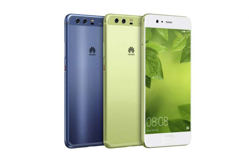 Both the rear and front cameras of the Huawei P10 phones sport Leica lenses.