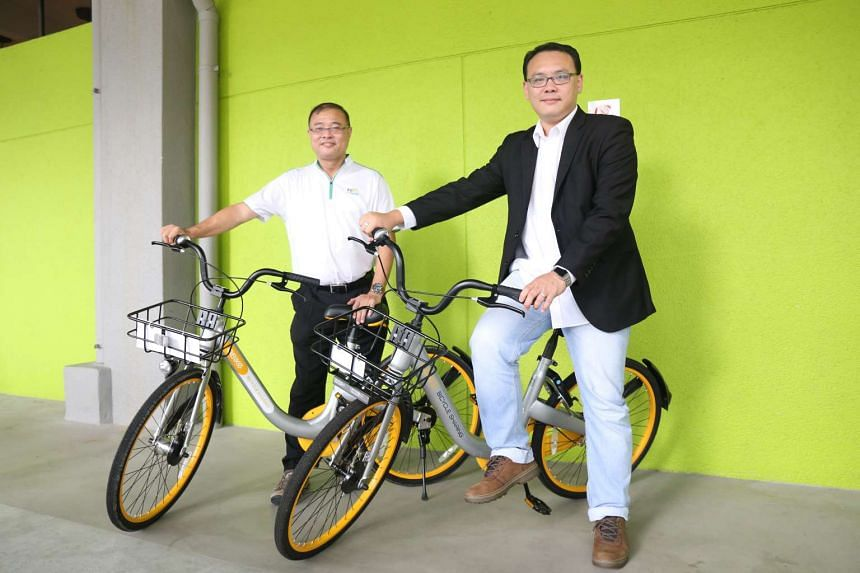 Tampines Town Council general manager Chan Wee Lee (left) and oBike general manager Elgin Ee on the bicycles.