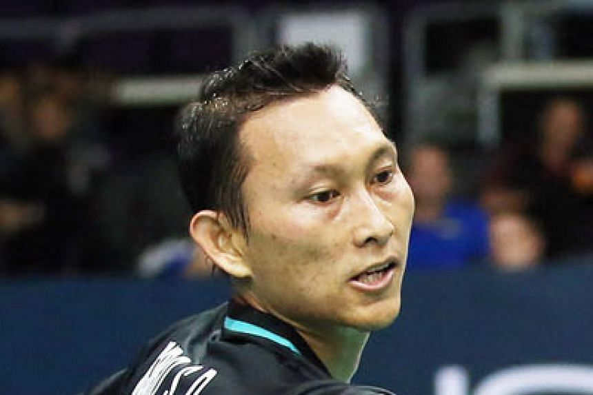 Above: Reigning men's singles holder Sony Dwi Kuncuro could not overcome Lee Dong Keun, losing 21-19, 15-21, 18-21.