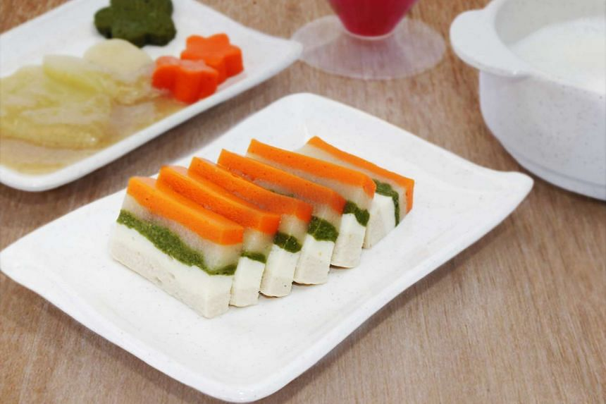 Multi-layered Suberakaze dish consisting of chicken, steam egg, spinach, potato and carrot.