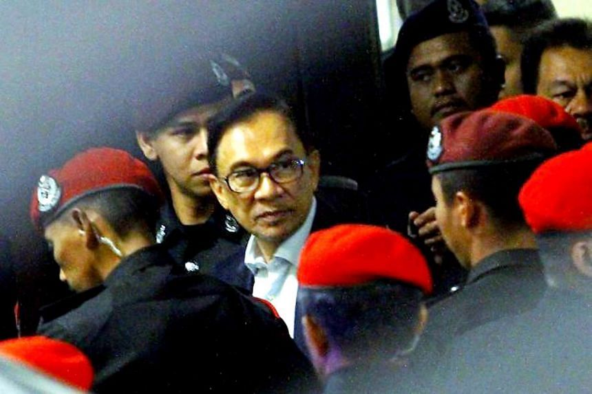 Malaysian opposition politician Anwar Ibrahim has filed a new legal challenge against his conviction for sodomy.